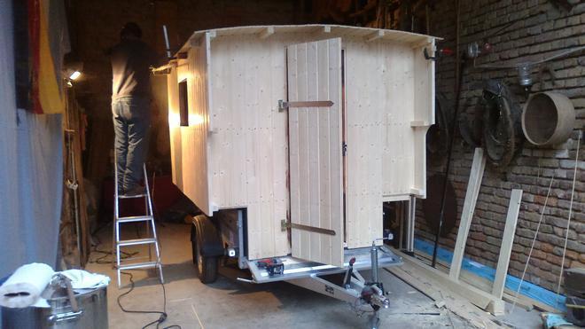 blick in die sch ferwagenwerkstatt. Black Bedroom Furniture Sets. Home Design Ideas